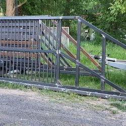 Zasuwana brama ze stali