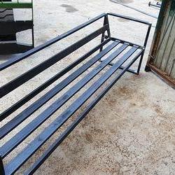Stalowa ławka